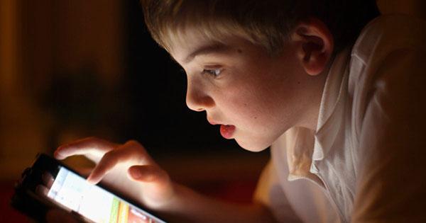 Los efectos negativos de las pantallas en niños y adolescentes